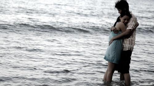 フリー画像| 人物写真| 一般ポートレイト| 恋人/カップル| 海の風景|       フリー素材|