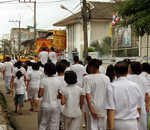 תהלוכה לרגל הפסטיבל הצמחוני. אף אחד לא דוחף
