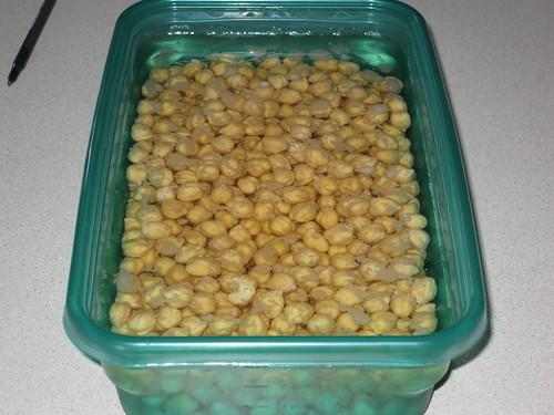Chickpeas/Garbanzos soaking
