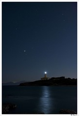 ... y tiritan, azules, los astros, a lo lejos. (Miquel Pieras) Tags: blue sea lighthouse azul faro star mar nikon reflejo blau mallorca far estrella reflexe alcudia alcanada miquelpieras