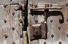 CERRADURA (joguero) Tags: france lock locks bolts knocker schloss francia serrure serratura  pany lesplusbeauxvillagesdefrance vilafrancadeconflent villefranchedeconflet