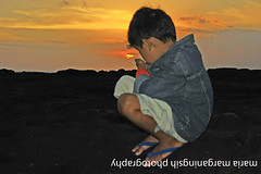 Focus on The Sun (Maaar) Tags: boy sunset bali child mengeningbeach ruselku