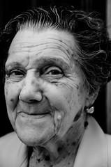 Retratos en la calle # (Antonio Goya) Tags: life street portrait people urban blackandwhite bw blancoynegro spain nikon retrato bn zaragoza vida tamron goya 2009 ff posado d90 callejeo 1750mm