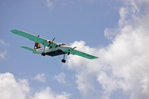 plane landing over simpson bay