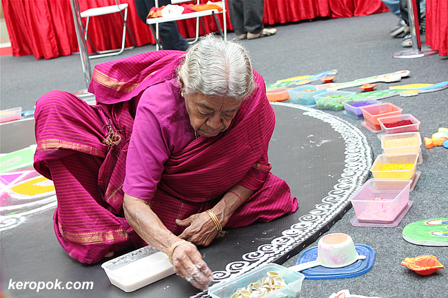 Lady creating a rangoli