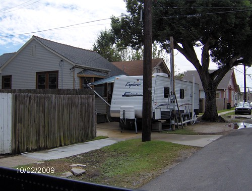2821 Joliet - there's a cute house behind the trailer