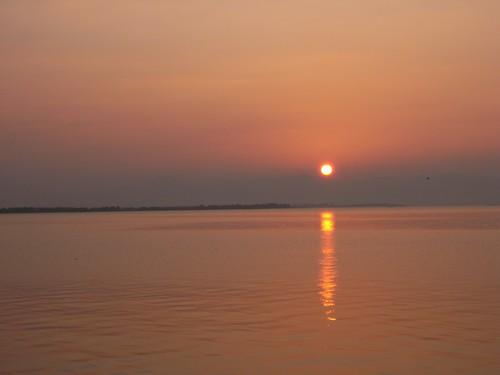 琵琶湖に落ちる夕陽@滋賀県安土町