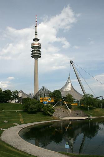 Turm und Olympia-Schwimmhalle