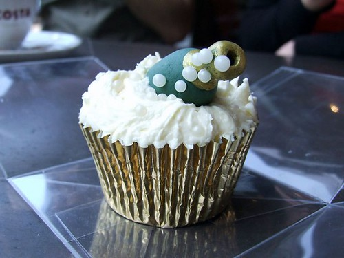 5745282972 9278a0a1f7 Alcohol Themed Cupcakes with Beer, Wine, Champagne and Cocktail Ideas
