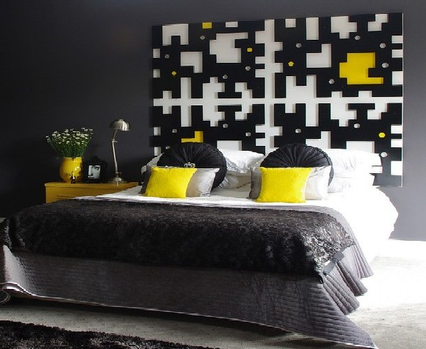 Creative-Inspiring-Bedroom-with-Black-and-White-in-connecting-with-the-color-yellow