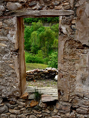 Abierta al Mundo (EXPLORER) (Enrique Flores 71) Tags: ventana iran explorer catalunya vistas catalua piedras piedra abierta mygearandme mygearandmepremium
