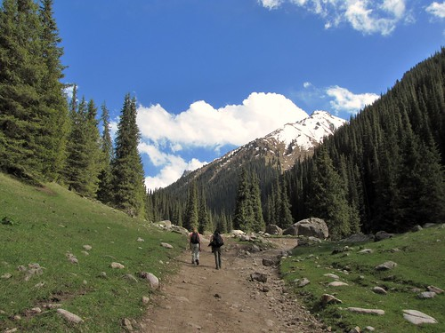 Hiking in the Altyn Arashan Valley