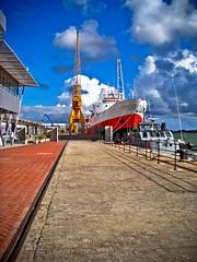100_1632 (miguelo282) Tags: puerto muelle mar agua barcos huelva cielo nubes embarcadero canoas contrastes levante