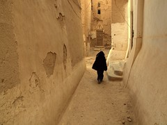 Rushing down the street ~ Shibam, Yemen (Martin Sojka .. www.VisualEscap.es) Tags: travel light woman contrast perspective olympus unesco yemen zuiko e30 shibam 1260 zd 1260mm
