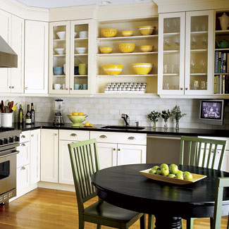 Cheerful kitchen: White cabinets + open shelves + stainless steel