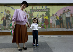 Into the subway Pyongyang North Korea (Eric Lafforgue) Tags: pictures flower girl photo kid war asia mother picture korea asie bouquet coree fille mere fresco northkorea nk fresque pyongyang dprk coreadelnorte 2327 northkorean nordkorea lafforgue    coredunord coreadelnord  northcorea  insidenorthkorea  rpdc  coriadonorte  kimjongun coreiadonorte