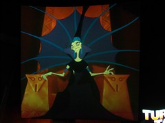 Emperor's New Groove projections at Disney Animation (Loren Javier) Tags: disneyland emperorsnewgroove californiaadventure yzma hollywoodpicturesbacklot disneyanimation