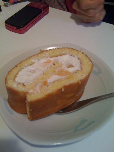 桃のロールケーキ