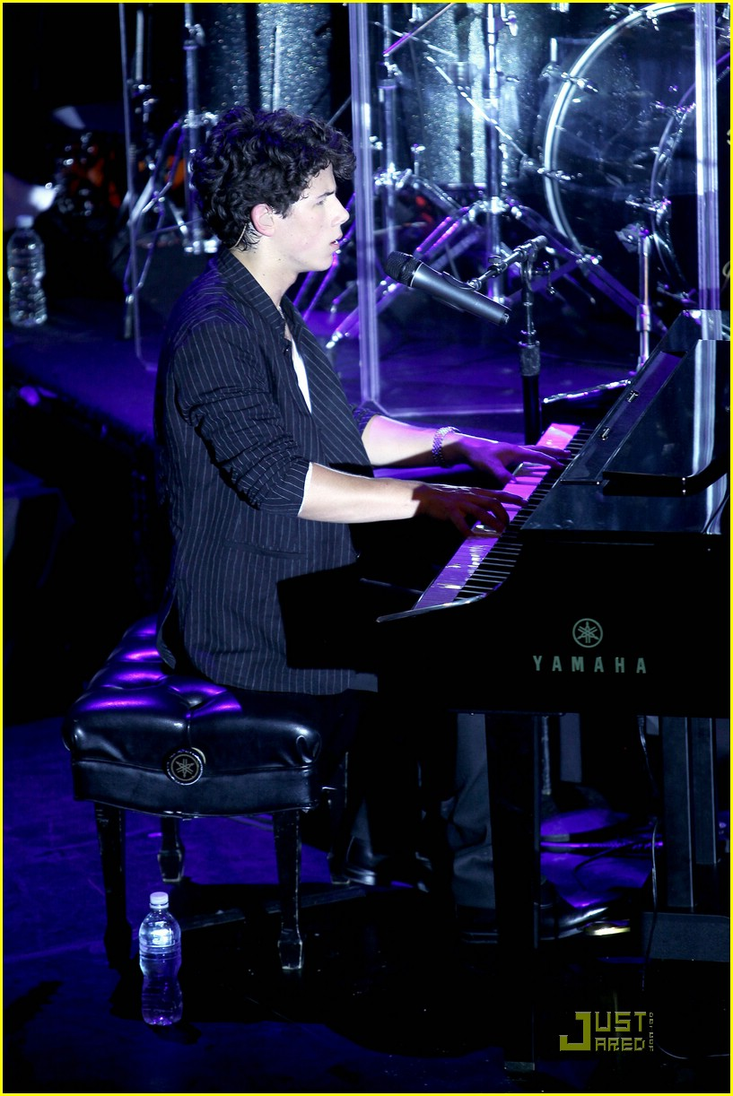jonas-brothers-irving-plaza-concert-01
