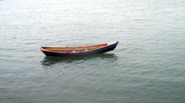 kalastajan paatti nousuveden aikaan