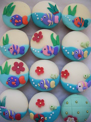 under the sea cupcakes :) ( gabby cupcakes by Gabriela Cacheux) Tags: flowers blue sea fish cute green art cakes design cupcakes photo sugar vanilla bubles underthesea gabbycupcakes