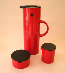 Red Black 'n plastic (midcenturydesign) Tags: red classic kitchen coffee table design 60s tea insulation plastic jug dining abs thermal thermos industrialdesign plastics productdesign magnussen erikmagnussen classicdesign steltom