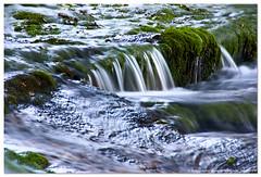 ReSvAlAnDo por RiO HiJaR (un mar en calma) Tags: espaa verde rio agua pentax roca cantabria k10 altocampoo braavieja riohijar