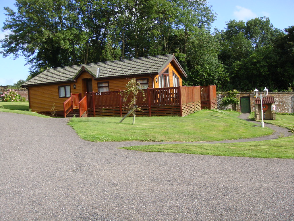 Lodge with Jacuzzi at Crowhurst Park