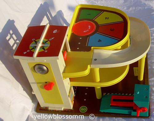 Garage Fisher Price : Fisher price little people fun sounds garage elevator slide car
