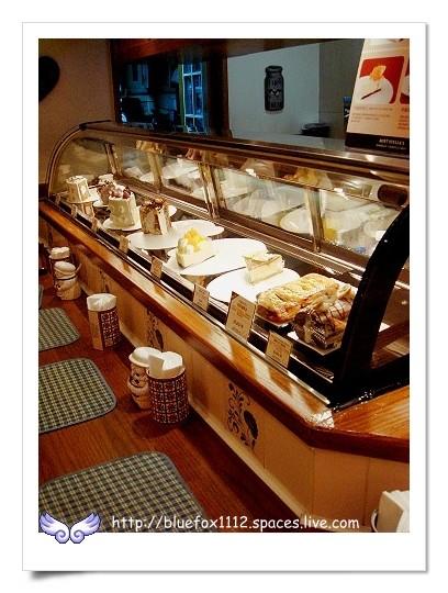 090902Aunt Stella's詩特莉11_吧台前的蛋糕櫃