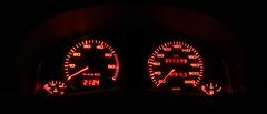 300.000 (SteckerRaus) Tags: auto orange rot analog digital licht tank audi fahrzeug nachtaufnahme uhr leuchte anzeige tacho zeiger audi80 wagen nadel temperatur beleuchtet kilometerstand 300000 kfz drehzahlmesser armaturenbrett tankanzeige klassisch canoneos50d kontrollleuchten manfrotto804rc2 manfrotto055xprob canonef1740mm4lusm instrumententafel temperaturanzeige rundinstrument