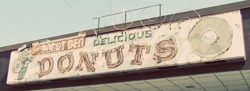 donutden-sign