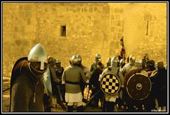 Preparandose para la Batalla (Dani MetaZ) Tags: nikon sigma medieval apo lucha d90 70300apo maderuelo