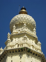 Top of one of the two main towers of the historical Masjid-E-Ala (or Juma Mosque, Masjid Jummia) built by Sultan Tipu in 1787; located outsife the city of Mysore, Karnataka, India. (Paul Beppler) Tags: india arquitetura muslim palace mosque architektur sultan karnataka mysore indien masjid arquitecture mesquita tippoo muçulmano tippu jummamasjid jumamasjid tipoo jummamosque sultantippu