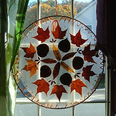 Autumn Decor/Craft (Maureclaire) Tags: autumn autumnfoliage fallleaves fall window leaves circle crafts autumnleaves suncatcher homedecor circular windowdecor falldecorating autumndecor autumncrafts