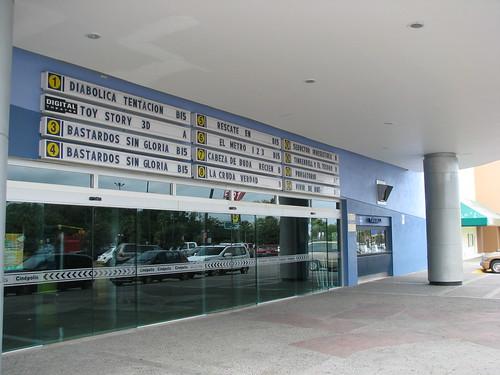Cinepolis de pueblo chico a.k.a. Small  Vick