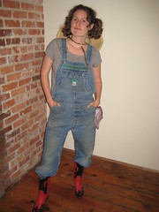 Katie the farm girl (Cryptonaut) Tags: costumes halloween overalls 2009 cowboyboots farmgirl newfangledwebdevelopers