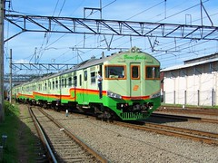 Bumi Geulis Diesel Train @ Tanah Abang (chris railway) Tags: station train indonesia tren eisenbahn railway zug jakarta locomotive bahn krd stoker ka sukabumi bogor spoor dipo treinen ferrocarril ferrovia gleis treni spoorweg makina cantik  ferroviaria   chemindefer  pocig       lokomotywa   demiryolu keretaapi  trainphotography  ngst tanahabang  masinis  tuho     bumigeulis oto dipotraksi keretadiesel   umayxela sidulich  eisenbahnzgen   kolejowych ferrovipathe ferrovira fotografiaferrovira