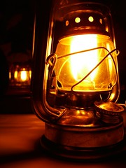 """Luz de lampião (Santinha - Casas Possíveis) Tags: """"luzparaloscuartosdebaño"""" """"lightforbathrooms"""" luz """"luzcerta"""" iluminação light """"iluminaçãoparadiversosambientes"""" velas candle lampião arandela abajur abajour """"iluminaçãoparajardim"""" """"lâmpadapar"""" """"lâmpadaparainsetos"""" """"iluminaçãodepiscina"""" """"luzdevela"""" """"iluminaçãocênica"""" """"jogodeluz"""" lustre lustres """"iluminaçãoparabanheiro"""" """"iluminaçãoparacozinha"""" """"idéiasparailuminar"""" """"ailuminaçãocerta"""" """"lustresantigos """"lustreantigo"""" """"lustrevintage"""" vintage """"lumináriadechão"""" """"lumináriadepé"""" """"luzparajardim"""" """"idéiasparasuacasa"""" iluminado decoração """"idéiasparadecoraracasa"""" organização reciclagem """"ovelhoeonovo"""" brechó """"casaedecoração"""" """"decoraçãoparajardim"""" lâmpadas """"especialsobreiluminação"""" """"blogcasaspossíveis"""" lamparina iluminaçãobarata iluminaçãodecorativa luzdeled candlles"""
