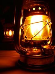 Luz de lampio (Santinha - Casas Possveis) Tags: luzparaloscuartosdebao lightforbathrooms luz luzcerta iluminao light iluminaoparadiversosambientes velas candle lampio arandela abajur abajour iluminaoparajardim lmpadapar lmpadaparainsetos iluminaodepiscina luzdevela iluminaocnica jogodeluz lustre lustres iluminaoparabanheiro iluminaoparacozinha idiasparailuminar ailuminaocerta lustresantigos lustreantigo lustrevintage vintage luminriadecho luminriadep luzparajardim idiasparasuacasa iluminado decorao idiasparadecoraracasa organizao reciclagem ovelhoeonovo brech casaedecorao decoraoparajardim lmpadas especialsobreiluminao blogcasaspossveis lamparina iluminaobarata iluminaodecorativa luzdeled candlles