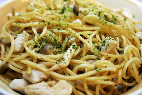shoyu/butter with shimeji + chicken breast spaghetti