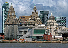 Compact view of LIVERPOOL Waterfront (Eddie Evans) Tags: liverpool liverbirds liverbuilding thethreegraces rivermersey liverpoolmuseum liverpoolwaterfront