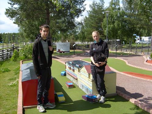 Står och begrundar de svåra golfbanorna.