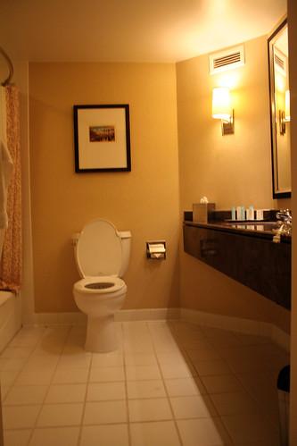 Hilton Long Beach - Bathroom