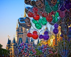 Magic Kingdom - Balloons on Main Street (Matt Pasant) Tags: castle canon orlando warm florida balloon mickey waltdisneyworld canonef2470mmf28lusm magickingdom waltdisney mainstreetusa cinderellascastle lakebuenavista reedycreek canon40d
