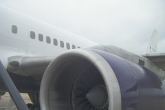Boeing 757-2T7 jet engine