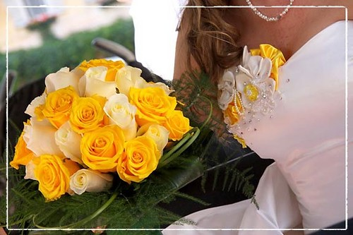 white and yellow rose bouquets. yellow roses bouquet