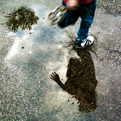 [64/365] jumping the puddle / saltando la pozzanghera
