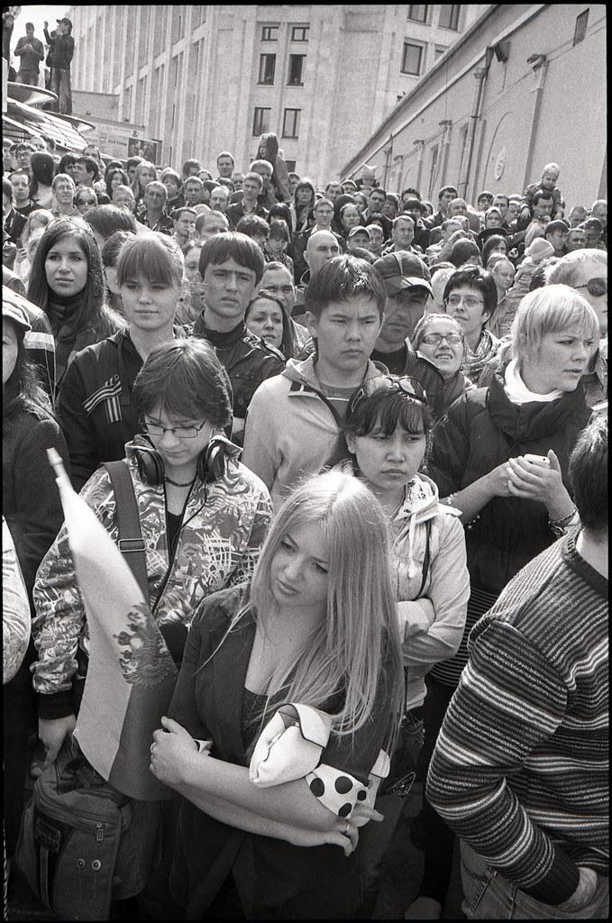 scan574/ Москвичи наблюдают за парадом, 9 мая 2011, Москва
