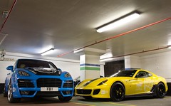 A Size Difference. (Alex Penfold) Tags: auto camera black london cars alex sports car sport yellow mobile canon photography eos 1 photo cool flickr image fb awesome flash stripe picture super ferrari spot cayenne exotic photograph porsche parked spotted hyper gto blade carbon custom rims carpark 3000 supercar spotting gumball magnum numberplate exotica sportscar sportscars supercars penfold pimped customised tuned techart 599 gumball3000 spotter fb1 2011 hypercar 60d hypercars alexpenfold ye11 ye11gto